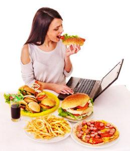 偏った食事は女性の口ひげを濃くする原因