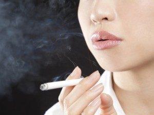 女性のひげ・タバコ